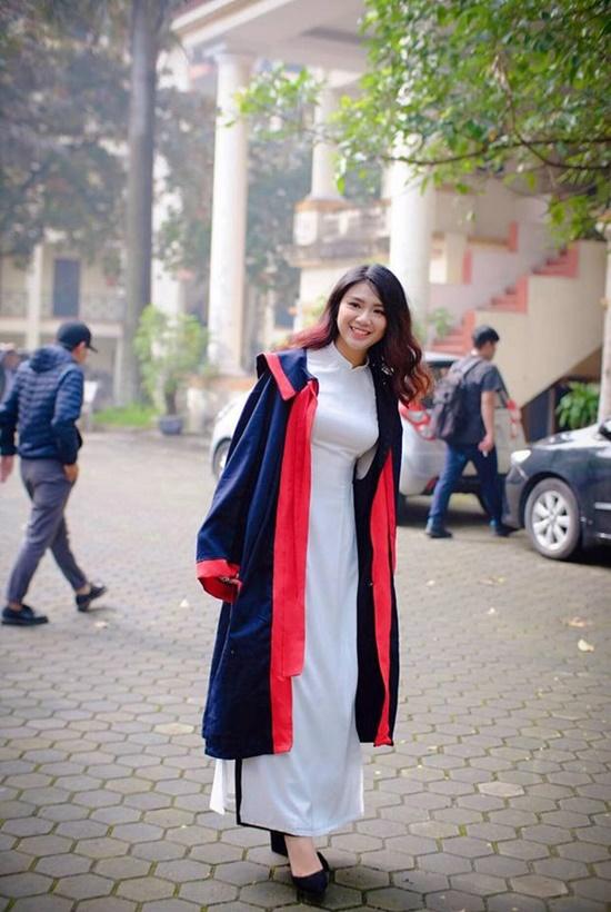 """Trước """"con nhà người ta"""" Khánh Vy, những hotgirl nào từng tốt nghiệp bằng giỏi Học viện Ngoại giao? - Ảnh 4"""