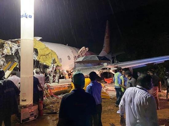 Máy bay Ấn Độ gãy đôi khi hạ cánh, 20 người thiệt mạng - Ảnh 1