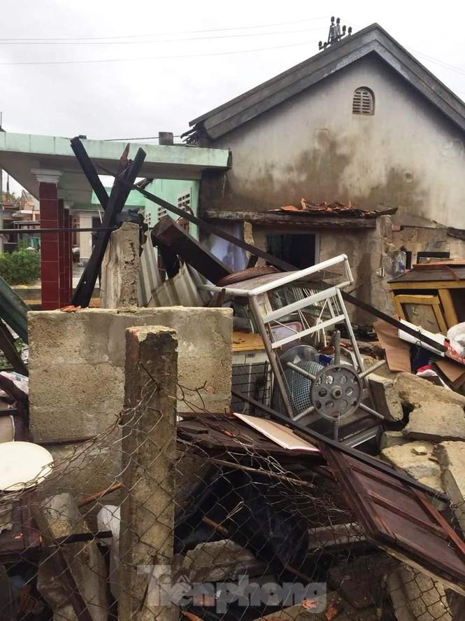 Nhiều tỉnh miền Trung xuất hiện gió lốc, hàng chục ngôi nhà tốc mái vì ảnh hưởng của bão số 5 - Ảnh 2