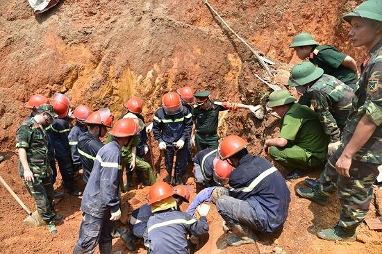 Vụ sập công trình ở Phú Thọ, 4 người tử vong: Nghẹn ngào gia cảnh khốn khó của các nạn nhân - Ảnh 1