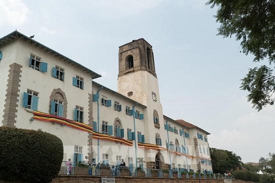 Nhiều tài sản bị thiêu rụi sau trận cháy kinh hoàng tại trường đại học danh tiếng nhất Uganda - Ảnh 1