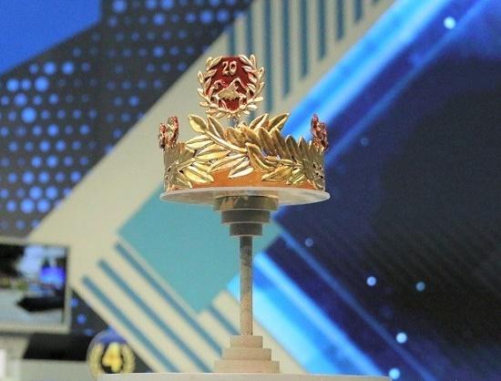 """""""Soi"""" chiếc vòng nguyệt quế mạ vàng 9999 của quán quân Olympia 2020 - Ảnh 1"""