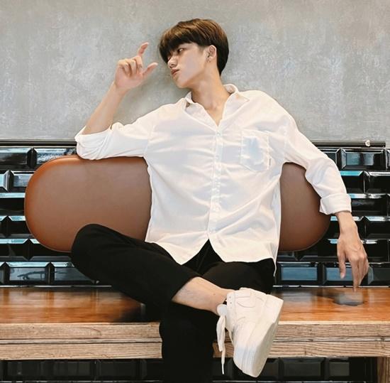 Nam sinh trường Y nổi như cồn sau clip mặc áo blouse, đẹp trai chẳng kém gì các idol Hàn Quốc - Ảnh 6