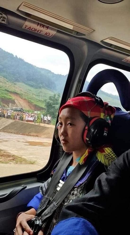 Đạt thành tích học tập xuất sắc, nữ sinh H'Mông được đi trực thăng ngắm mùa vàng tại Mù Cang Chải - Ảnh 1