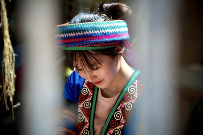 Đạt thành tích học tập xuất sắc, nữ sinh H'Mông được đi trực thăng ngắm mùa vàng tại Mù Cang Chải - Ảnh 4