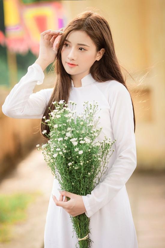 """Nữ sinh Hà Nam diện áo dài trắng tinh khôi """"gieo thương nhớ"""", cộng đồng mạng soi info hóa ra """"người quen"""" - Ảnh 2"""