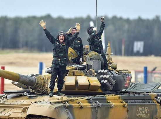 Sức mạnh vượt trội của xe tăng T-73B3 giúp Việt Nam gạ gục đối thủ, giành chiến thắng tại Tank Biathlon 2020 - Ảnh 1