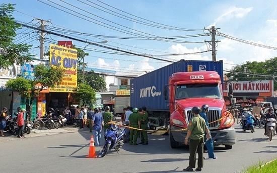 Tin tai nạn giao thông mới nhất ngày 6/9/2020: Xe tải chở gạch lật nghiêng tại Hòa Bình, 2 người thương vong - Ảnh 2