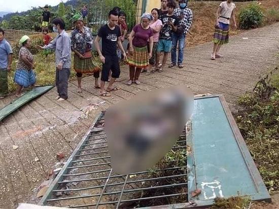 Lào Cai: Sập cổng trường trong ngày đầu tiên đi học, 3 trẻ tử vong thương tâm - Ảnh 1