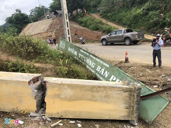Xót xa hiện trường vụ đổ cổng khiến 3 học sinh tử vong tại Lào Cai - Ảnh 4