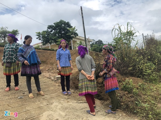 Xót xa hiện trường vụ đổ cổng khiến 3 học sinh tử vong tại Lào Cai - Ảnh 7