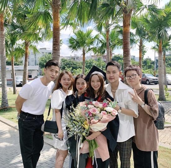 Nữ sinh đại học Văn Lang xinh đẹp tựa thiên thần trong lễ tốt nghiệp, là em gái của một MC đình đám - Ảnh 2