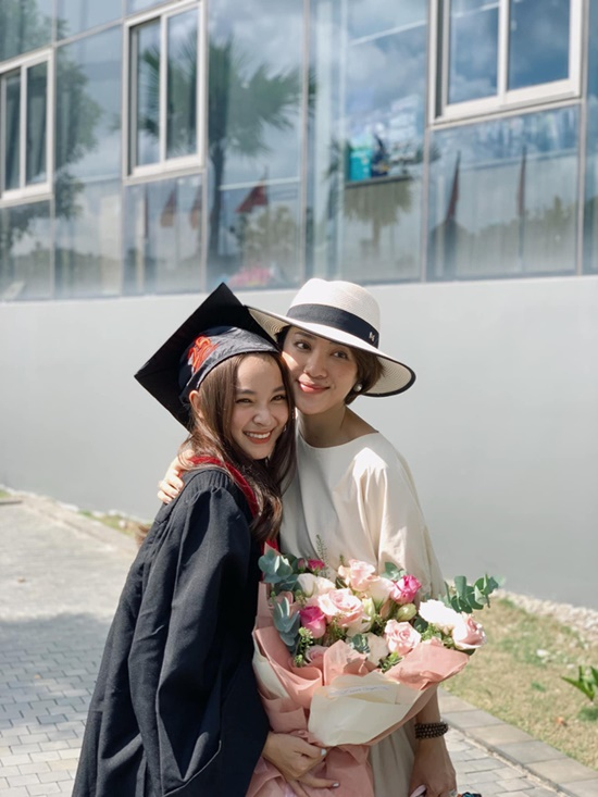 Nữ sinh đại học Văn Lang xinh đẹp tựa thiên thần trong lễ tốt nghiệp, là em gái của một MC đình đám - Ảnh 3