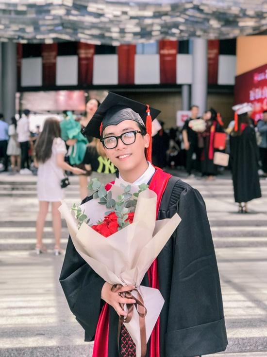 Nữ sinh đại học Văn Lang xinh đẹp tựa thiên thần trong lễ tốt nghiệp, là em gái của một MC đình đám - Ảnh 6