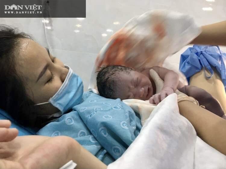 Những công dân nhí Việt đầu tiên chào đời ngay thời khắc giao thừa 2021 - Ảnh 3