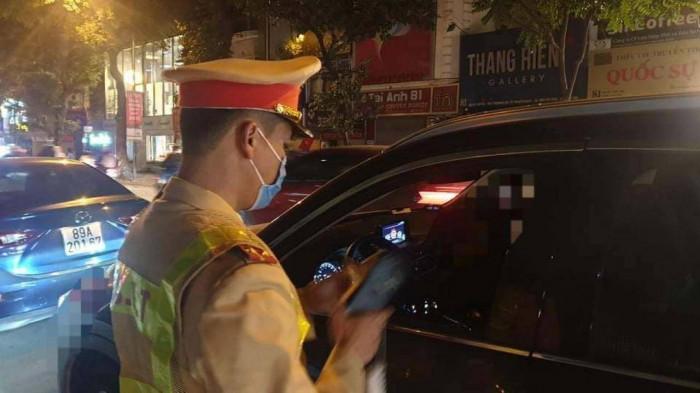 Nữ tài xế xe Camry say ngất trong đêm giao thừa bị phạt 40 triệu đồng? - Ảnh 2
