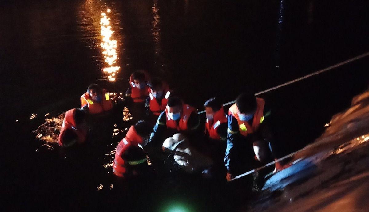 """Tin tức thời sự ngày 11/1: Một người rơi xuống khe đá """"tử thần"""" khi chụp ảnh ở Hà Giang - Ảnh 2"""