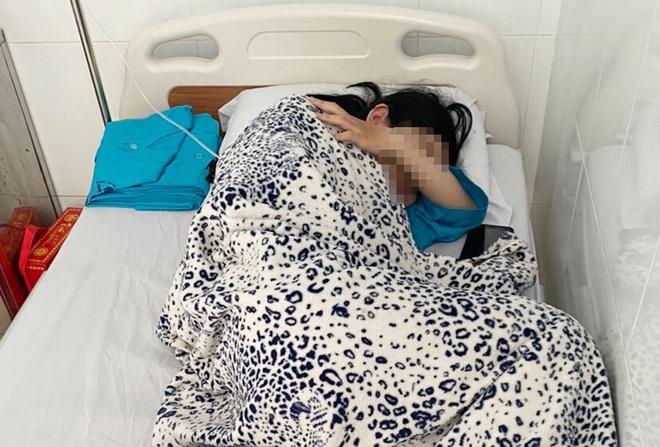 Vụ nữ sinh lớp 10 ở An Giang nghi tự tử: Hiệu trưởng đi làm lại sau thời gian tạm đình chỉ - Ảnh 1