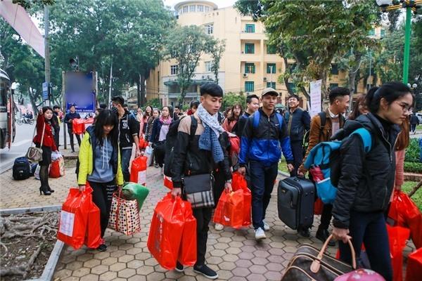 Nhiều trường học hoãn thi, cho sinh viên nghỉ Tết sớm - Ảnh 1