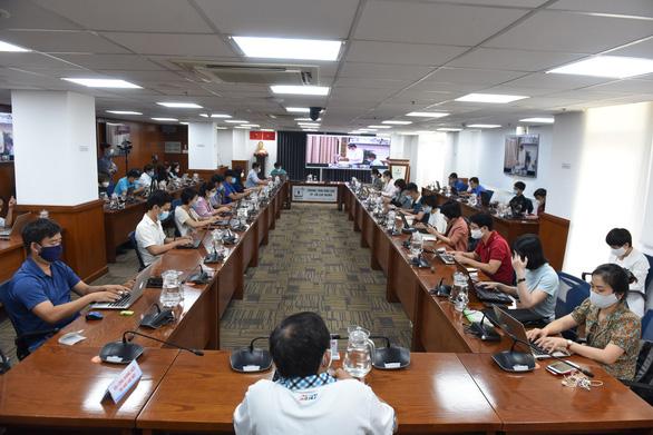 TP.HCM đang chờ thông tin hơn 250 hành khách đi chung chuyến bay với ca mắc COVID-19 - Ảnh 1