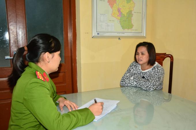 """Bắt quả tang 2 đôi nam nữ mua bán dâm ở khách sạn Á Châu: Khởi tố """"tú bà"""" Nguyễn Thị Sen - Ảnh 1"""