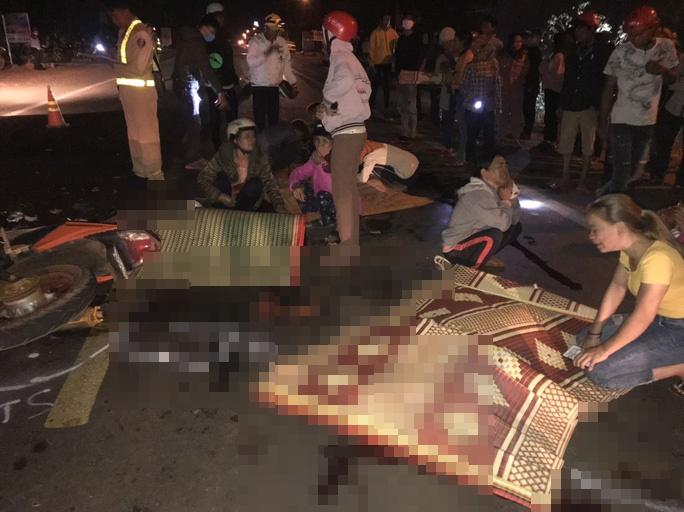 Tai nạn giao thông thảm khốc vào đêm mùng 3 Tết, 4 người tử vong thương tâm - Ảnh 1