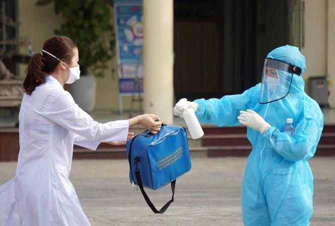 Nữ giáo viên về Hải Dương ăn Tết nhưng khai ở Hà Nội: Bị phạt 10 triệu đồng, tạm dừng giảng dạy - Ảnh 1