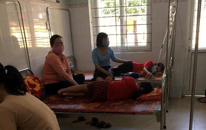 Vụ hàng loạt học sinh tiểu học nhập viện sau bữa trưa: UBND huyện chỉ đạo hỏa tốc - Ảnh 1