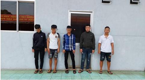 Vụ nhóm côn đồ xông vào trường học, đánh 3 nam sinh: Triệu tập 10 đối tượng - Ảnh 2