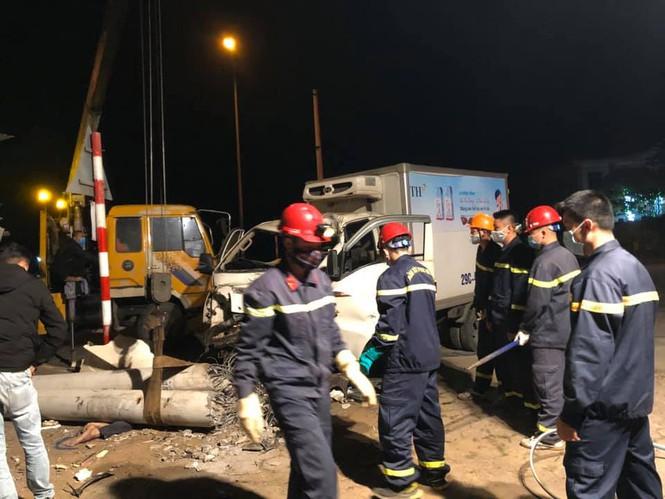 Tin tai nạn giao thông ngày 6/2: Va chạm kinh hoàng với ô tô trong đêm, 3 người tử vong thương tâm - Ảnh 1