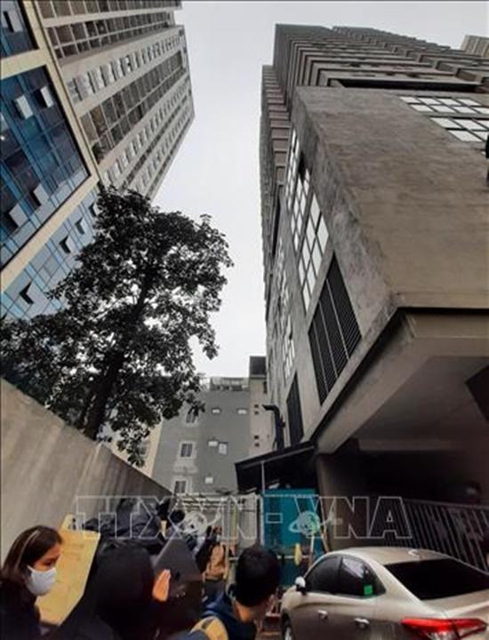 Hiện trường vụ bé gái 3 tuổi rơi từ tầng 12 chung cư ở Hà Nội - Ảnh 2