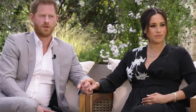 """Hậu phỏng vấn """"bom tấn"""", cặp đôi Harry - Meghan bị công chúng Anh """"quay lưng"""" - Ảnh 1"""