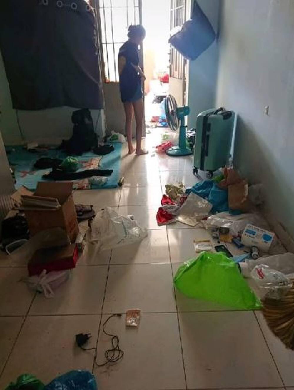 Cận cảnh căn phòng trọ ngập ngụa rác của 4 nữ sinh ở TP.HCM, cộng đồng mạng lắc đầu ngao ngán - Ảnh 1