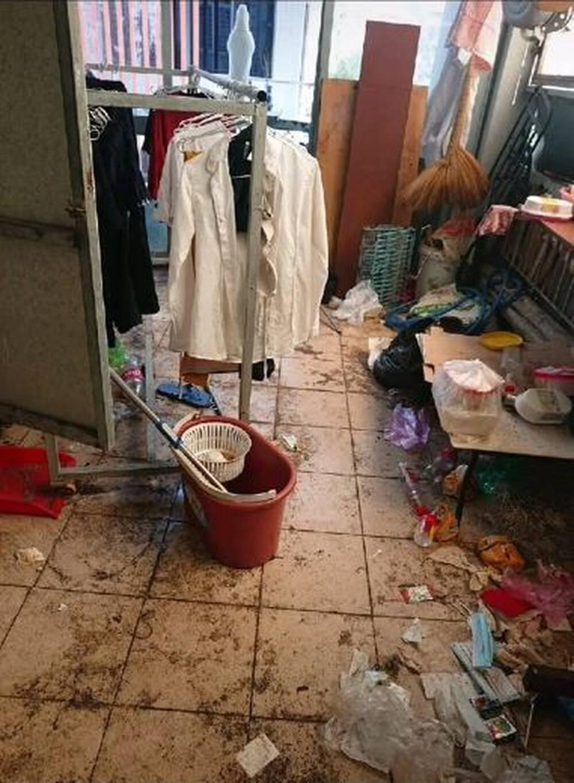 Cận cảnh căn phòng trọ ngập ngụa rác của 4 nữ sinh ở TP.HCM, cộng đồng mạng lắc đầu ngao ngán - Ảnh 3