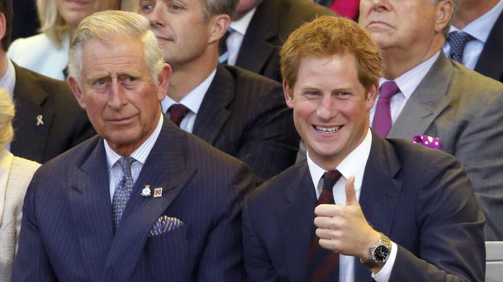 Hé lộ nguyên nhân Thái tử Charles không nhận điện thoại của Hoàng tử Harry - Ảnh 1