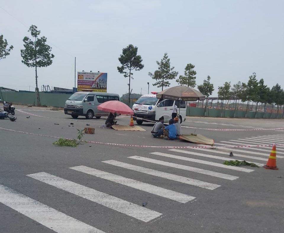 Tin tai nạn giao thông ngày 20/3: Xót xa 2 công nhân bị xe ben cán tử vong giữa ngã tư - Ảnh 1