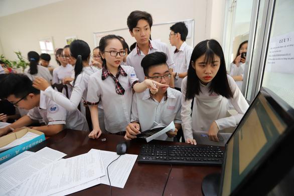 Tuyển sinh năm 2021: Thí sinh sẽ được đăng ký xét tuyển đại học bằng hình thức online - Ảnh 1