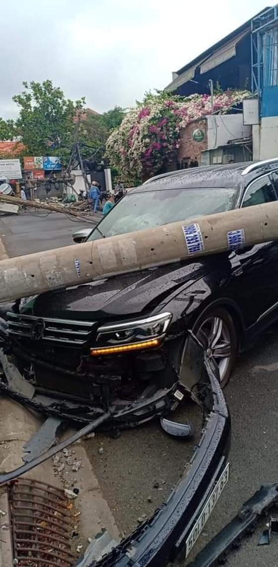 Ô tô 7 chỗ tông đổ 5 cột điện ở Thảo Điền: Nhân chứng nói gì về tài xế? - Ảnh 1