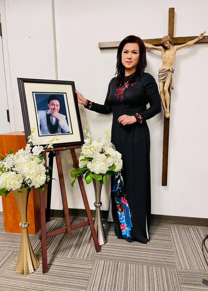 Vợ nghệ sĩ Chí Tài nói gì với NSƯT Hoài Linh trong buổi lễ tưởng nhớ 100 ngày mất của chồng? - Ảnh 2