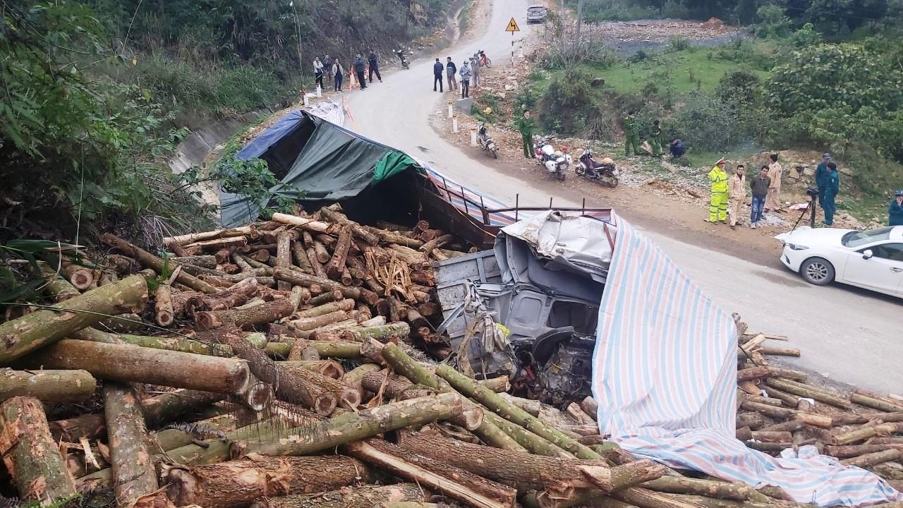 Vụ tai nạn thảm khốc ở Thanh Hóa, 7 người chết: Tốc độ xe trước khi đâm vách núi - Ảnh 1