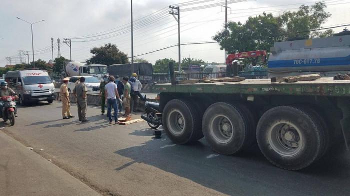 """Tin tai nạn giao thông ngày 28/3: Nữ tài xế nhập viện sau khi cho xe máy """"leo cây"""" - Ảnh 2"""