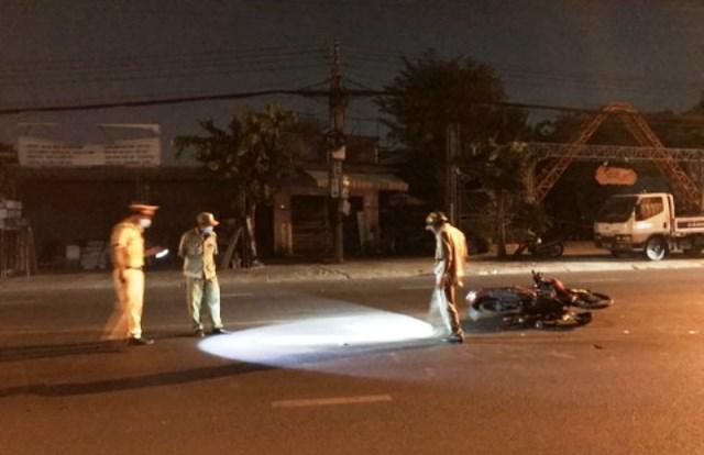 Tin tai nạn giao thông ngày 29/3: Lao thẳng vào đuôi container, tài xế xe máy nguy kịch - Ảnh 1