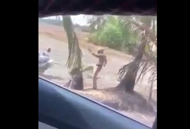 Tình tiết mới vụ clip CSGT đánh người túi bụi tại bãi đất trống - Ảnh 1