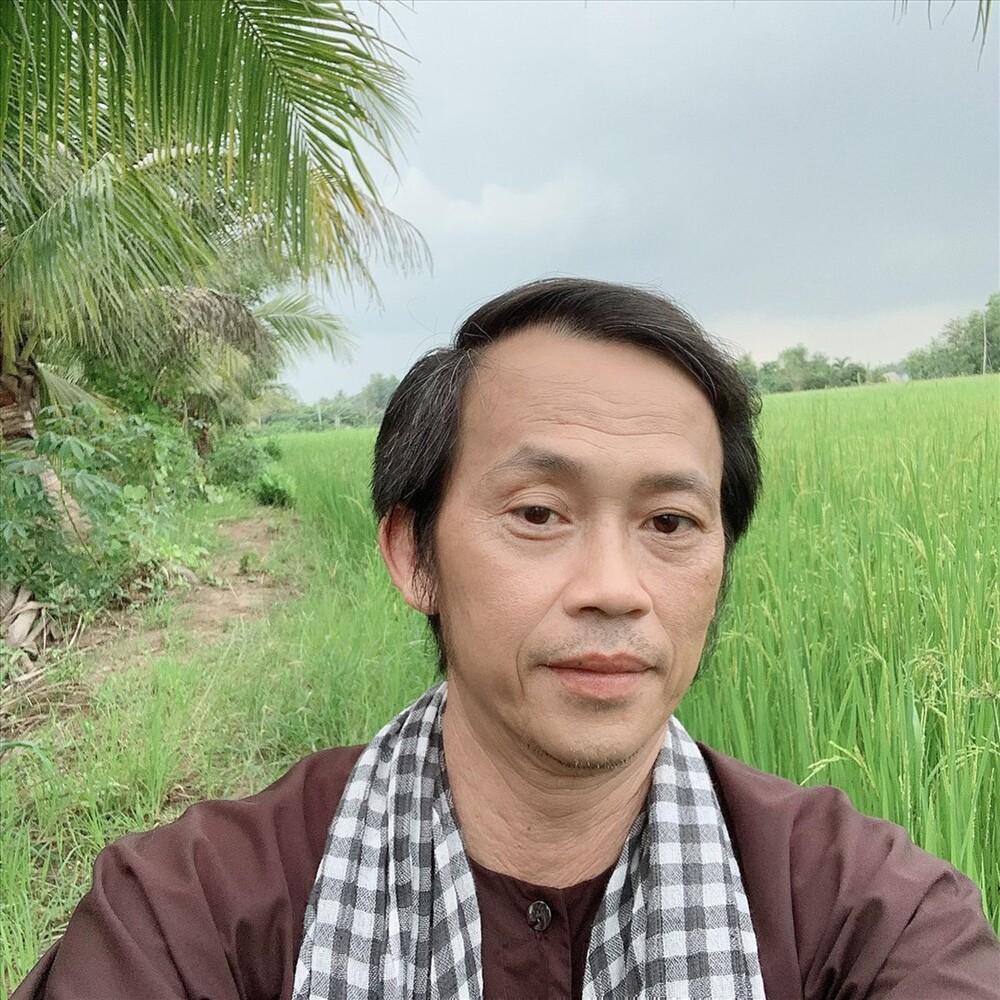 NSƯT Hoài Linh đạt nút vàng Youtube chỉ sau 3 tháng khiến người hâm mộ trầm trồ - Ảnh 1