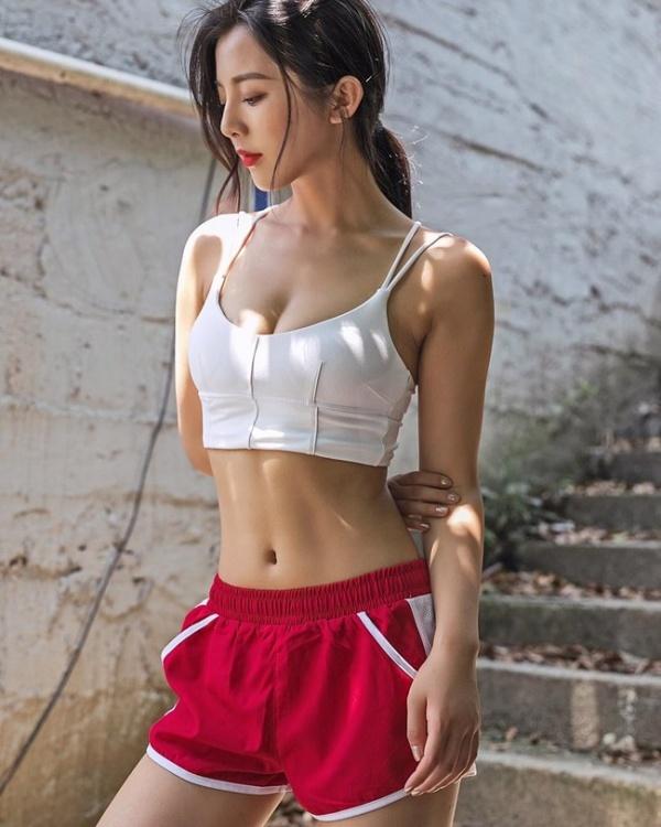 """Mặt nhiều nốt ruồi, hotgirl Trung Quốc vẫn """"đốn tim"""" dân mạng nhờ thân hình bốc lửa - Ảnh 7"""