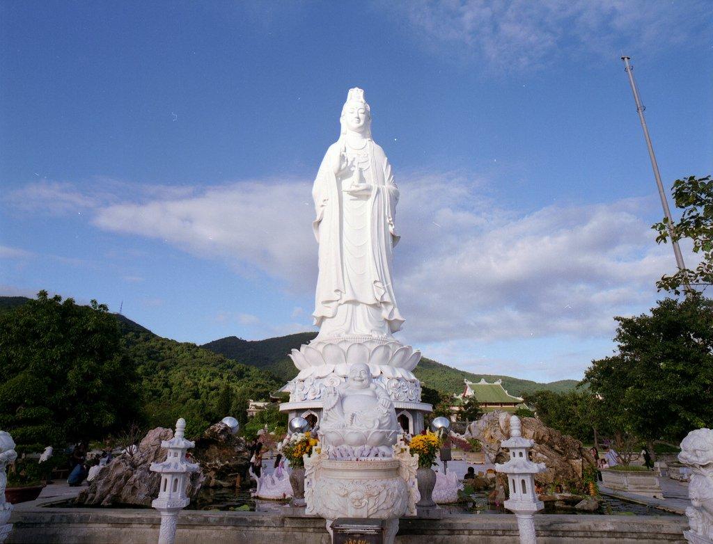 3 địa điểm du lịch tâm linh miền Trung lý tưởng – cho chuyến đi cuối năm thêm phần trọn vẹn  - Ảnh 2