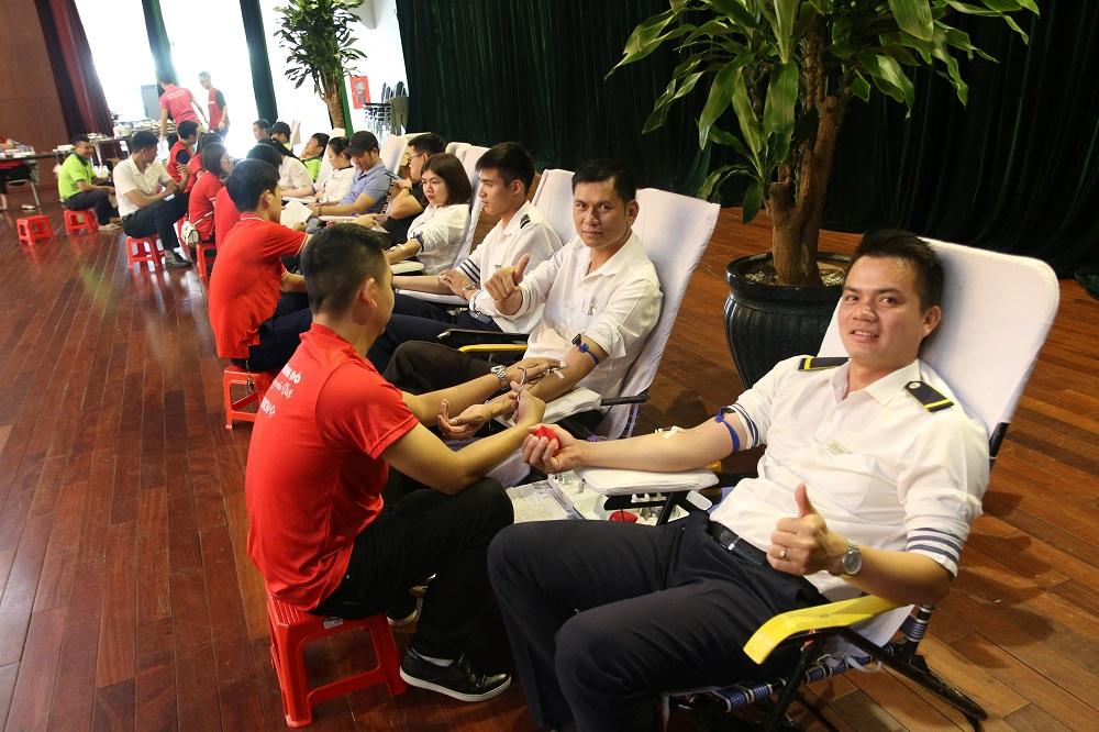 Tập đoàn FLC tổ chức hiến máu tình nguyện mừng sinh nhật 18 tuổi  - Ảnh 7