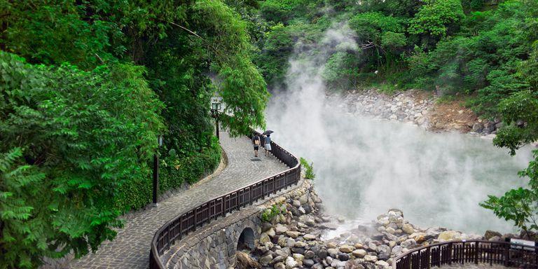 Thư giãn ở 6 suối nước nóng nổi tiếng nhất Đài Loan  - Ảnh 1