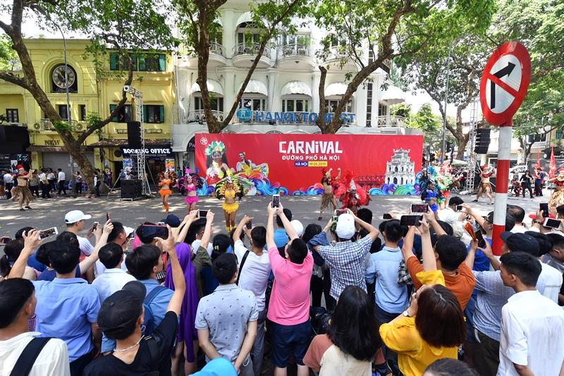 """Hà Nội sẽ tổ chức Carnival đường phố mừng """"65 năm Giải phóng Thủ đô""""  - Ảnh 1"""
