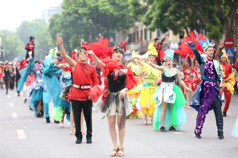 """Hà Nội sẽ tổ chức Carnival đường phố mừng """"65 năm Giải phóng Thủ đô""""  - Ảnh 3"""
